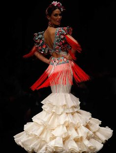 Spanish style – Mediterranean Home Decor Couture Mode, Couture Fashion, Fashion Show, Fashion Outfits, Rose Dress, Floral Maxi Dress, Flamenco Costume, Flamenco Dresses, Spanish Dress
