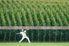 Chicago White Sox pitcher Lance Lynn warms up in the outfield Thursday, 8/12/21 at the Sox-Yankees game near Dyersville, Iowa. White Sox Baseball, Mlb Games, Field Of Dreams, League Gaming, The New Wave, The Outfield, New York Yankees