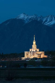 The public is invited to visit the newly completed Payson Utah Temple of The Church of Jesus Christ of Latter-day Saints. Payson Temple, Payson Utah, Utah Temples, Lds Temples, Lds Temple Pictures, Christ Pictures, Church Pictures, Lds Art, Later Day Saints