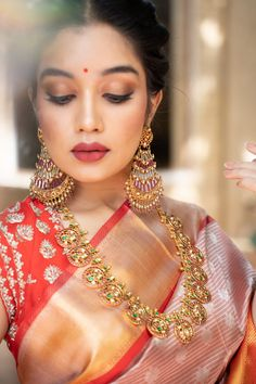 Indian Bridal Outfits, Indian Bridal Makeup, Indian Bridal Fashion, Bridal Hair Buns, Indian Wedding Photography Poses, Saree Trends, Saree Look, Elegant Saree, Saree Styles