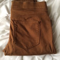 H&M size 8 pull on skinniest These pants are pull on i.e no fly, skinnies in a British tan color. 71 26 3 cotton polyester elastase so the have a good bit of stretch. H&M Pants Skinny
