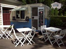 Quirky and Affordable Vintage Caravans to Spend the Night Vintage Campers Trailers, Retro Campers, Vintage Caravans, Concession Trailer, Food Trailer, Concession Stands, Concession Food, Coffee Trailer, Little Trailer