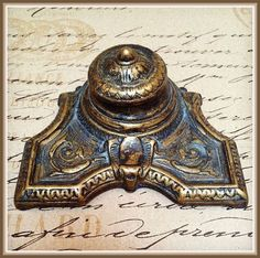 Brass deco inkwell / inkwell says MOD BREVET on the bottom, with a porcelain insert