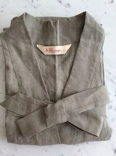 Le Fil Rouge Textiles hand sewn bathrobe made in Canada, BC using sustainable linen fabric woven in Europe Kimono Style, Kimono Fashion, Linen Fabric, Hand Sewing, Fashion Accessories, Textiles, Blazer, Coat, How To Make