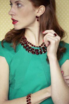 """Collection """"La Diamantine"""" - Collection intemporelle de la maison Les Néréides Paris. Cette saison, c'est un verre taillé vert et rouge qui habillera les tenues les plus élégantes !"""