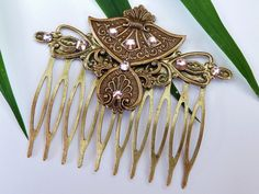 Npstalgic hair comb in the Rococo design - pinned by pin4etsy.com