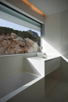 House on the cliff by Fran Silvestre Arquitectos | Detached houses