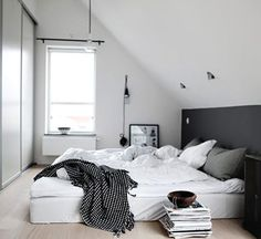 3 Schuin dak? Maak een slaapkamer | Bedrooms, Interiors and Room