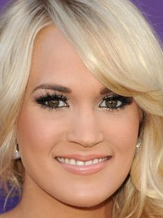 Carrie Underwood - ACM Awards 2012 - close up - eye makeup