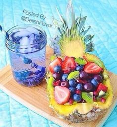 Piña rellena de frutas