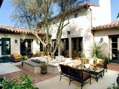 Spanish-Style Courtyard Patio - planter/seating around tree Spanish Style Homes, Spanish Revival, Spanish House, Spanish Colonial, Spanish Bungalow, Outdoor Kitchen Design, Patio Design, Exterior Design, Exterior Homes