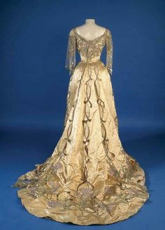 Morin Blossier Court gown worn by Queen Alexandra c.1902...absolutely spectacular!