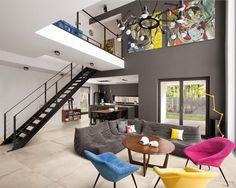 sala-grande-com-sofa-e-poltronas-coloridas