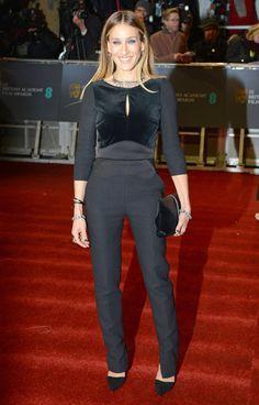 Bafta 2013: Sarah Jessica Parker fue a lo seguro y se enfundó un favorecedor traje de terciopelo de Elie Saab