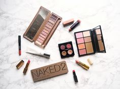 8 signs that you're addicted to makeup!