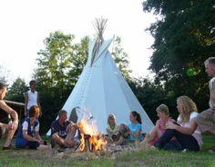 Op zoek naar een origineel verblijf in Nederland voor maximaal 15 personen? Zoek niet verder! In het dorpje Mander in Twente, vlakbij de Duitse grens, staat de tipi van de familie Bos.