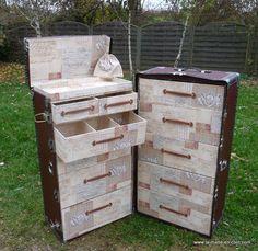 A partir d'une malle ancienne , création d'une commode - semainier  en remplaçant les cintres  par des tiroirs