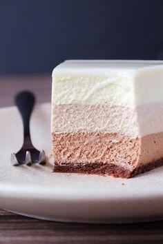 "Торт ""Три шоколада"": birosss — ЖЖ Cake Recipes, Dessert Recipes, Desserts, Torte Recepti, Mousse, Cherry Recipes, Take The Cake, Confectionery, Vanilla Cake"