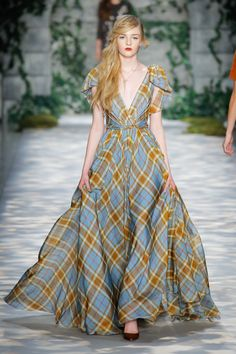 Jenny Packham Fall 2017 Ready-to-Wear Fashion Show : The complete Jenny Packham Fall 2017 Ready-to-Wear fashion show now on Vogue Runway. Fall Fashion Trends, Fashion 2017, Runway Fashion, High Fashion, Autumn Fashion, Fashion Brands, Fashion Websites, Fashion Weeks, Beautiful Gowns