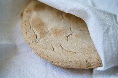 """Das Rezept für """"Rieska"""", also das finnische Fladenbrot aus Gerstenmehl gibt es ab heute in unserem Finnland-Blog. #Rieska #Nyrkkirieska #leipä #rezept #fladenbrot #Finnland #Finland #bread #recipe #Finnlandblog #KalevalaSpirit #Gerste Bread, Blog, Sheet Pan, Backen, Flat Bread, Finland, New Recipes, Blogging, Breads"""