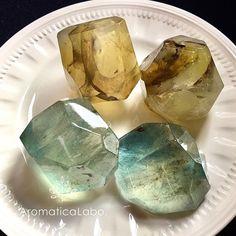 新しい素材でクリアな誕生石の宝石石鹸