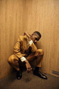 Leon Bridges (@leonbridges) | Twitter Leon Bridges, Francis Wolff, Jazz, Coat Of Many Colors, Men Photoshoot, Dapper Gentleman, Poses For Men, Blues, Fashion Pictures