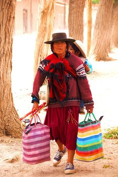 Local Mom and Girl - Quebrada de Humahuaca  - Jujuy - Argentina