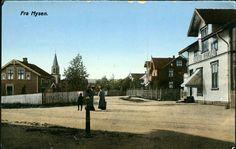 Østfold fylke Eidsberg kommune  Mysen, Kirkegaten. Gerda Hansens forretning til høyre I forgrunnen. Utg J.H.Küenholdt A/S tidlig 1900-tall