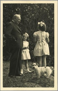 Winston Churchill with Princesses Beatrix and Irene in 1946.