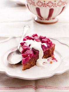Früchtepudding-Kuchen mit Rhabarber | http://eatsmarter.de/rezepte/fruechtepudding-mit-rhabarber