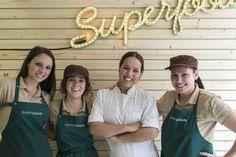 Este es tu #equipo, esta es la gente que en 2016 hará realidad tus #sueños de #comer de forma #sana y equilibrada sin renunciar al #sabor y en un espacio #divertido en #Valencia. Feliz 2016, #amigos!