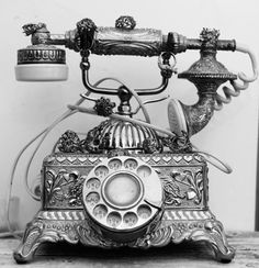 I've secretly always wanted an antique phone like this. Anyone else?  http://www.itpvoip.com/