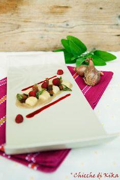 41.Gnocchi di patate su crema di scalogni, salsa ai lamponi, pancetta e salvia…