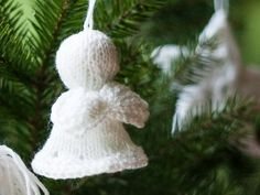 Christmas tree Angel a free Christmas ornament knitting pattern by by Magdalena Roslaniec. Free pattern for a tree angel ornament: link