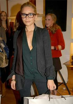 Mills if I  Ashley Olsen  twin, then I guess that makes you Mary Kate  twin   P haha. (she even has your glasses! 6e3469f52707