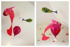 Poissons volants légers: de la moelle de rotin recouvert de papier de soie puis peint avec de l'encre et de la peinture.