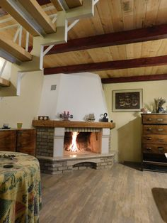 design : De Carina  stone : gialo d Istria and bricks Geo pietra  for food preparation and heating