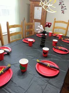 Mickey mouse party table... maybe red table cover with yellow plates instead of black table.
