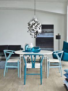 Ergonomic wooden #chair CH24 by Carl Hansen & Søn | #design Hans J. Wegner (1950) #wood #colour #blue