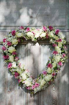 Beautiful flower heart shaped wreath !!! ♥♥♥