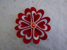 Ma quante cose si possono fare con il feltro? Ecco la mia personalizzazione delle stelle di Natale, il fiore natalizio per eccellenza. ...
