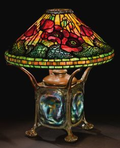 Louis Comfort Tiffany, Poppy lamp, ca 1900 Tiffany Stained Glass, Stained Glass Lamps, Tiffany Glass, Leaded Glass, Mosaic Glass, Louis Comfort Tiffany, Antique Lamps, Antique Lighting, Vintage Lamps