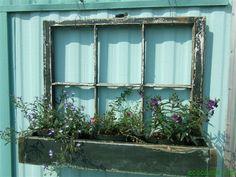decorating outside the house with window frame | ideas creativas para reutilizar las ventanas viejas