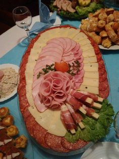 Party Platters, Food Platters, Cold Cuts, Food Garnishes, Food Presentation, Wedding Cakes, Appetizers, Table Decorations, Board