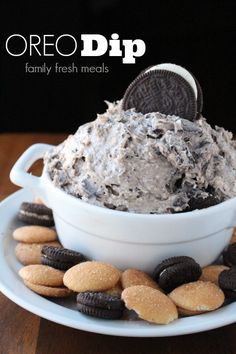 This Creamy Oreo Dip Dessert is the best of both worlds. As sinfully sweet and l… This Creamy Oreo Dip Dessert is the best of both worlds. As sinfully sweet and luscious as the most extravagant layer cake, but is SO simple to make! Dessert Dips, Diy Dessert, Dessert Aux Fruits, Dessert Recipes, Oreo Desert Recipes, Dessert Simple, Breakfast Dessert, Dessert Food, Oreo Dip
