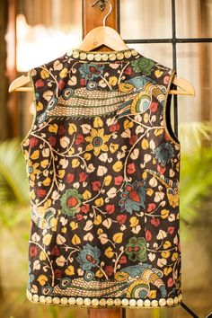 Buy Designer Blouses online, Custom Design Blouses, Ready Made Blouses, Saree Blouse patterns at our online shop House of Blouse from India. Saree Blouse Designs, Blouse Styles, Sari Blouse, Blouse Patterns, Ethnic Fashion, Indian Fashion, Sexy Outfits, Cool Outfits, Indian Jackets
