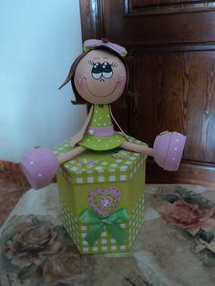 Caja decorada con Fofucha