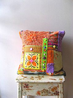 Colorful Comfort ~ cover an old pillow to spice it up and bring life and colour into your decor Deco Bobo Chic, Textiles, Boho Pillows, Throw Pillows, Burlap Pillows, Wabi Sabi, Boho Beautiful, Boho Life, Scatter Cushions