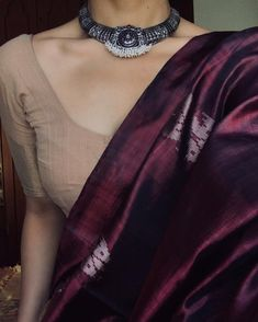 Beetroot silk saree with khadi cotton blouse Cotton Saree Blouse, Saree Blouse Neck Designs, Saree Dress, Handloom Saree, Blouse Patterns, Cotton Blouses, Simple Sarees, Trendy Sarees, Stylish Sarees
