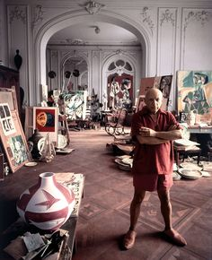 Pablo Picasso dans sa villa La Californie, à Cannes, en 1956